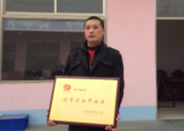 """""""石槽炖鸡王""""周铁军——烹饪专业成功学员周铁军"""